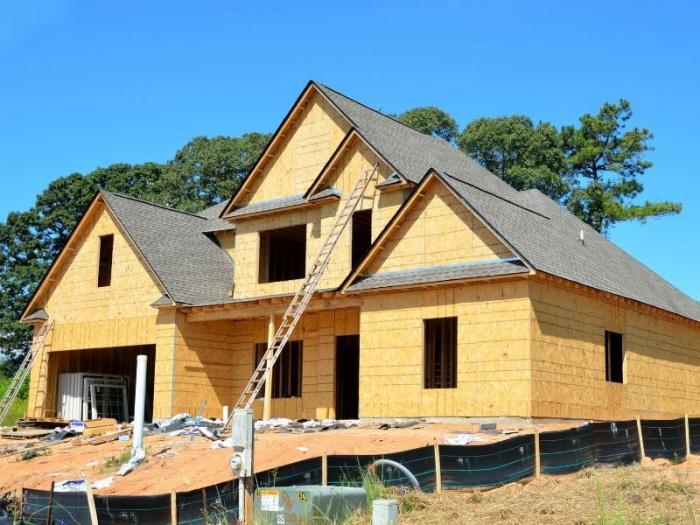 Благоустройство, подлежащее кредитованию, включает ремонт дома.