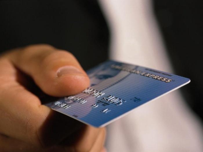 За навязывание «зарплатного банка» будут штрафовать. Как правильно выбрать банковскую карту?