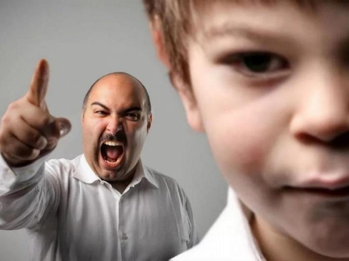 В каких случаях органы опеки могут отбирать детей у родителей?