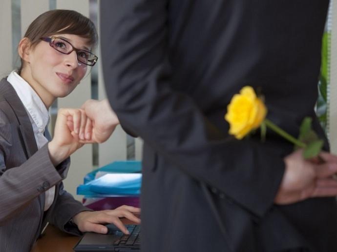 как узнать о симпатии парня на работе единым